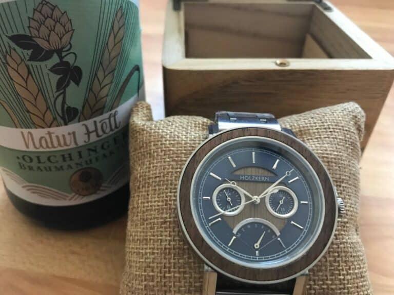 Holzkern Caledonia die perfekte Uhr zur Lederhose